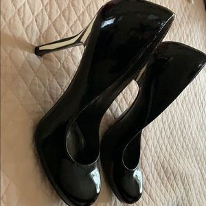 Jessica Simpson black with zebra heel shoe